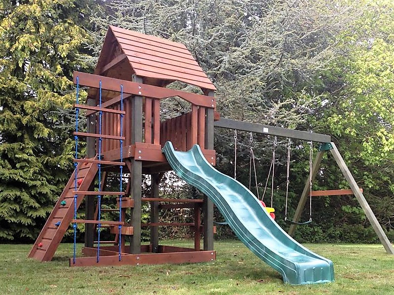 Climbing frame,slide,rock wall.swings, baby swing,climbing net ,picnic table and bench and play house