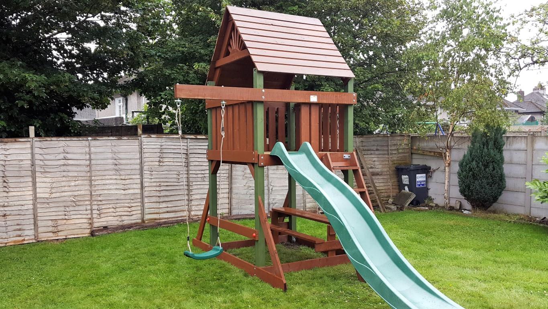 Space Saver tree house swings and slide sttswings