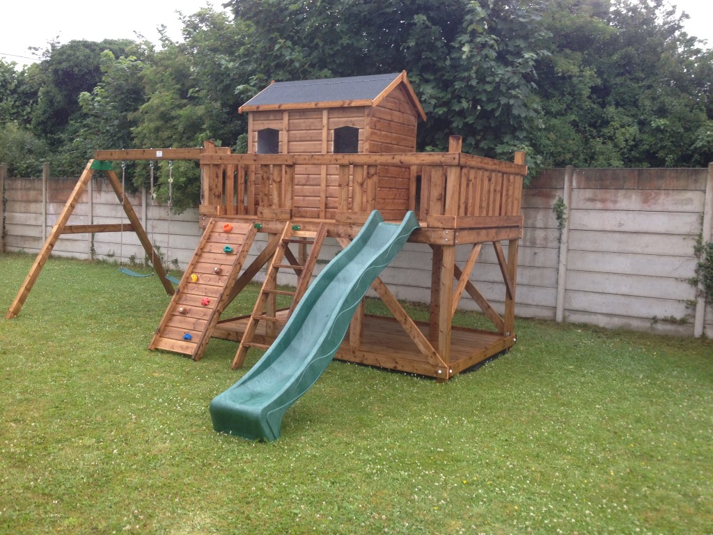 Tree house adam three house playhouse terrace swings slide for Childrens playhouse with slide and swing
