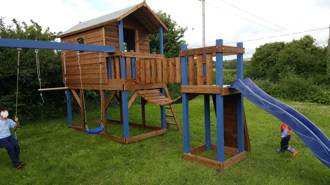 Deluxe Tree House With Bridge Link Slide Amp Swings Ref 087t