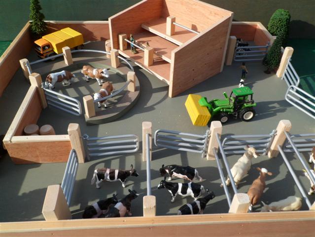 Cattle mart wooden toy farm sttswings