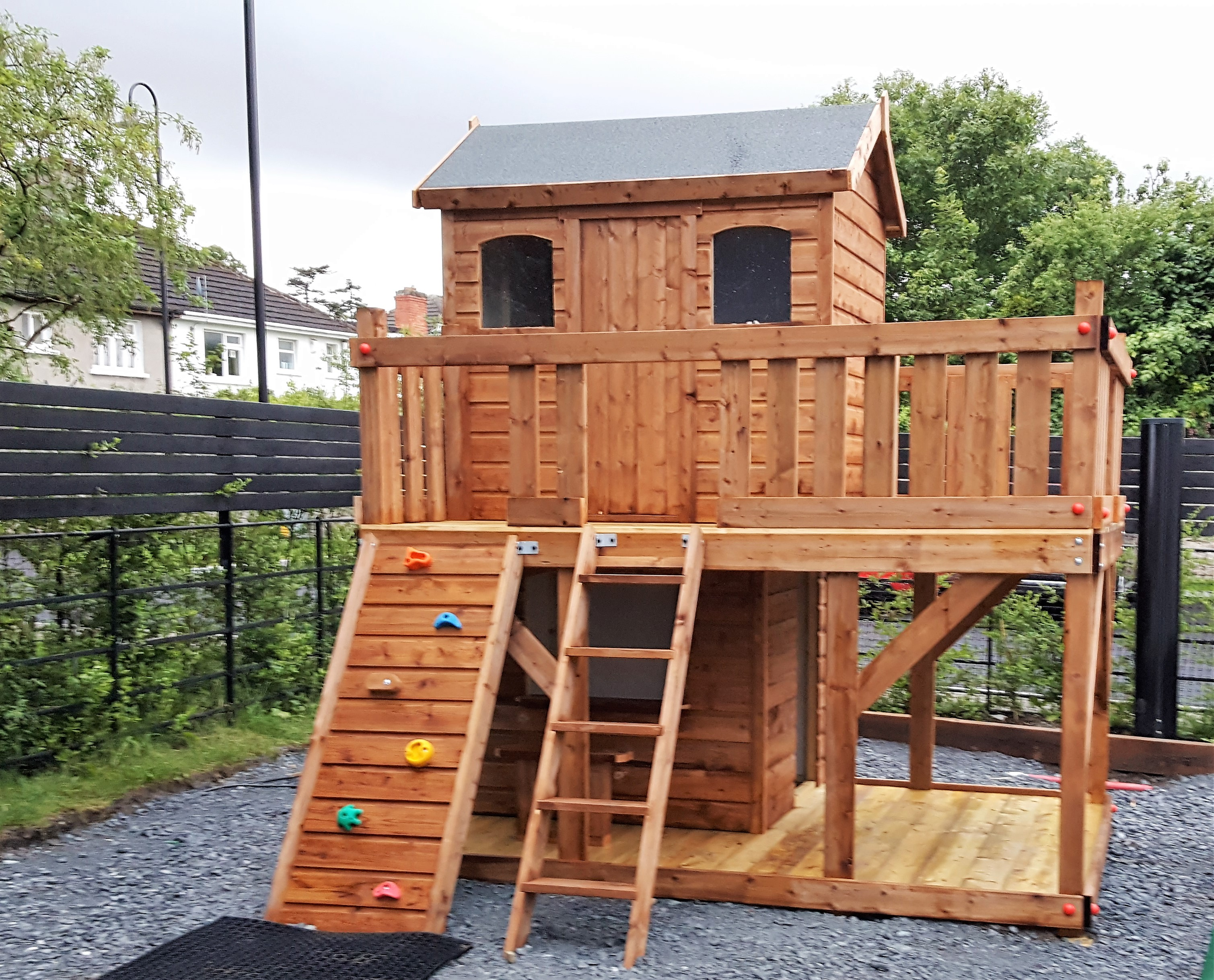 Tree house , play shop, rock-wall. large upper deck with access ladder and rock wall